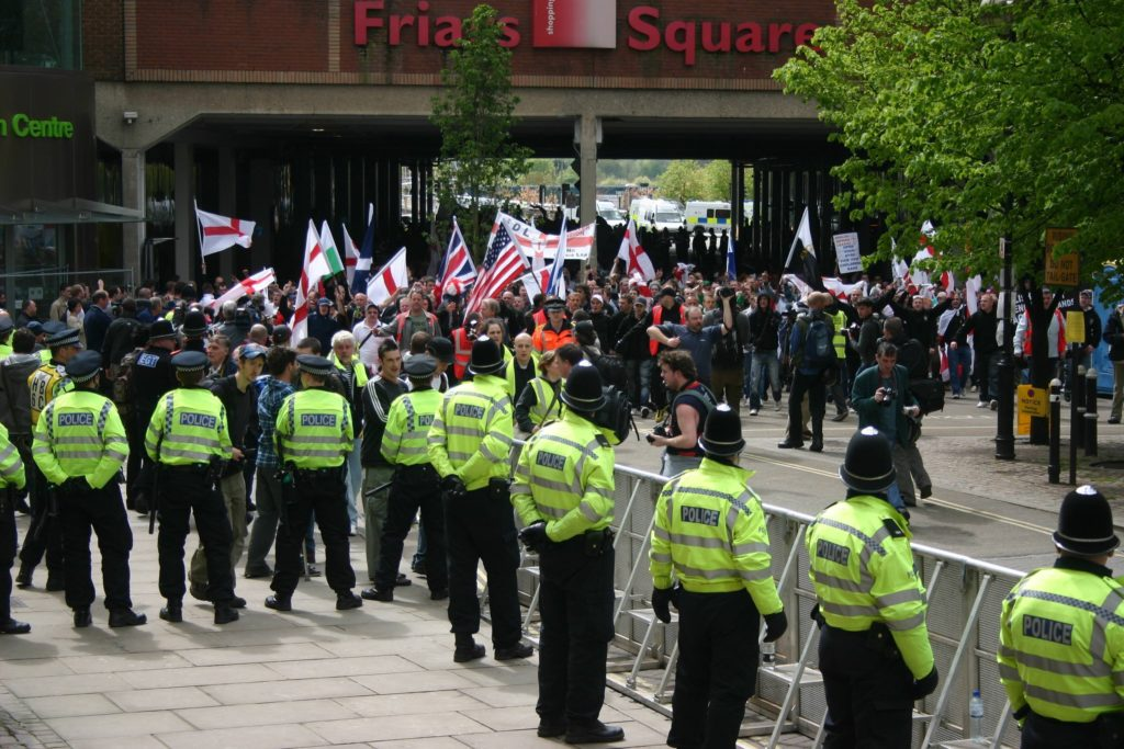 This image has an empty alt attribute; its file name is EDL-AYLESBURY-MAYDAY-2010-1024x683.jpg